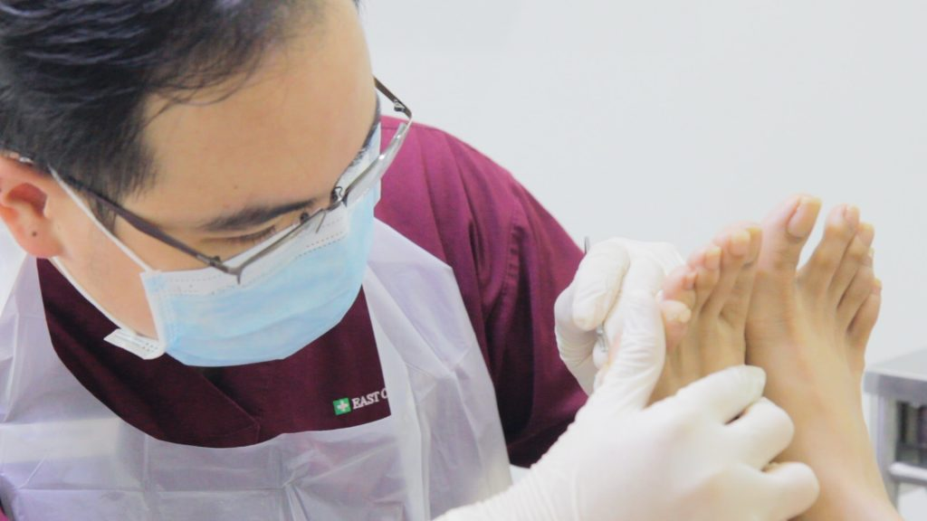 Podiatrist Benedict Khoo doing Treatment