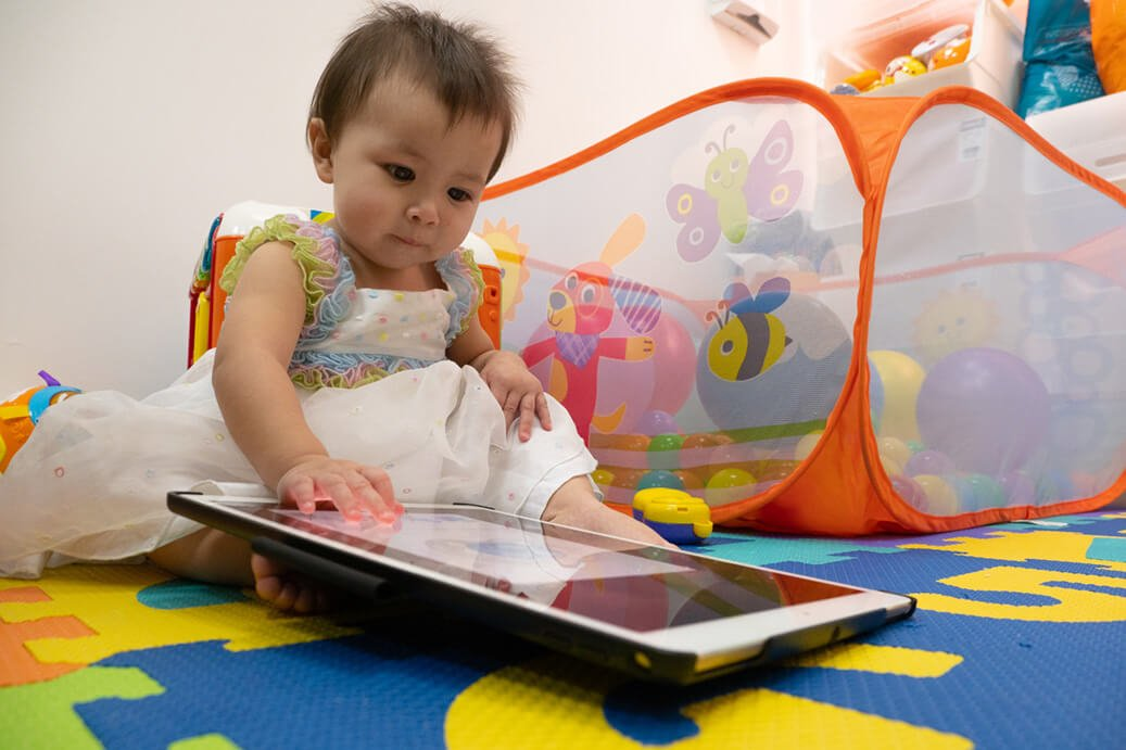 ECP | Toddlers interacting with ipad